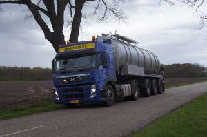 Foto 3 van het album Nieuwe Volvo en mestoplegger Vogelzang